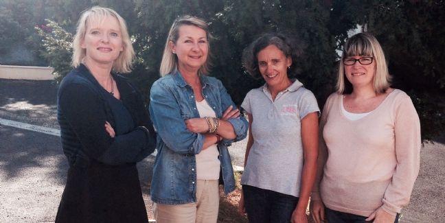 Gaëlle Barré (à droite) et l'équipe d'Univers Broderie.