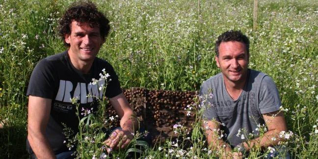 Sébastien et à droite Olivier Royer, les deux fondateurs de RoyeR Cosmétique.