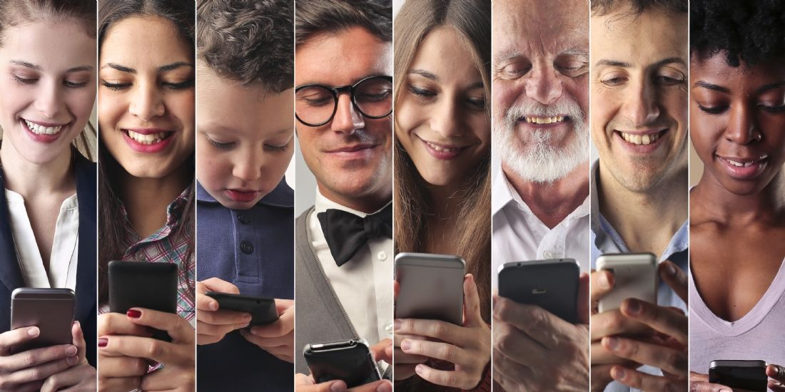 Communication web sur mobile : les CSP+ adeptes de l'e-mail quand les 15-24 ans privilégient les messageries instantanée...