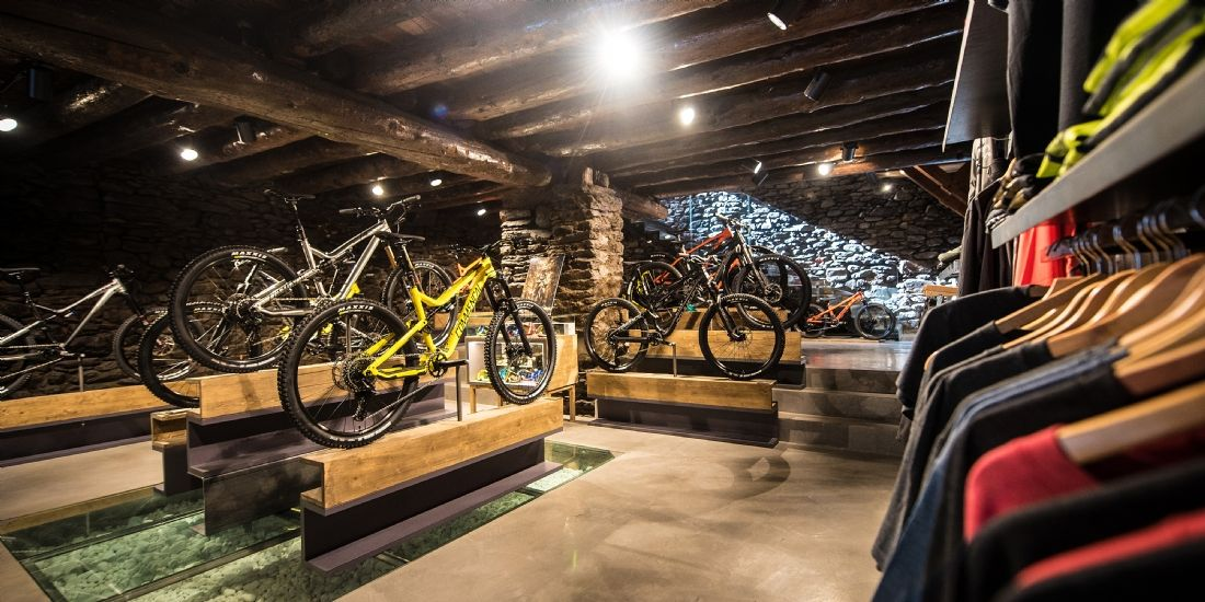 Commencal mise sur l'international et le cross canal