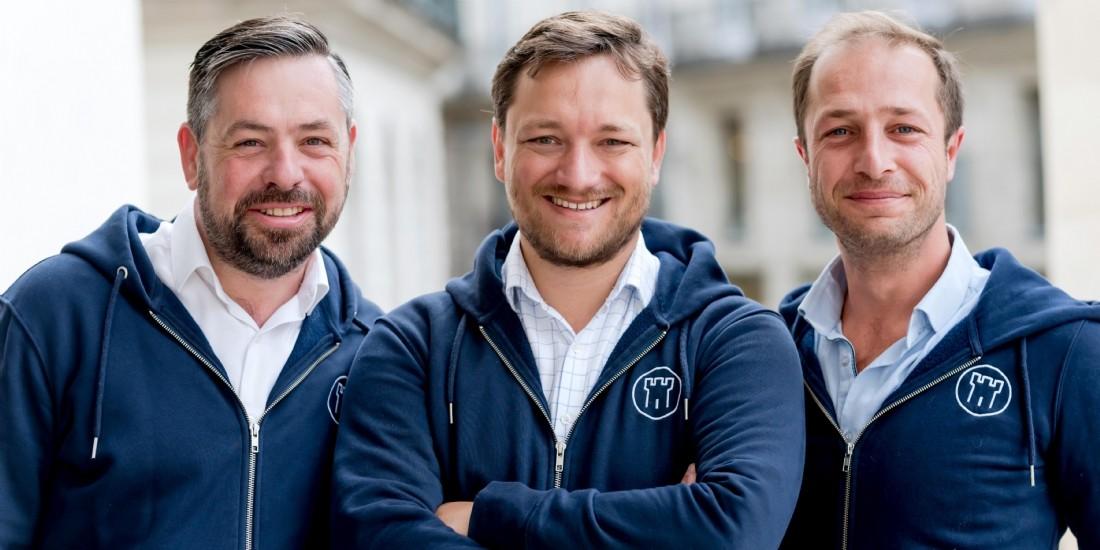 Les trois cofondateurs de GensDeConfiance: Nicolas Davoust (au centre), Ulrich Le Grand et Enguerrand Léger.