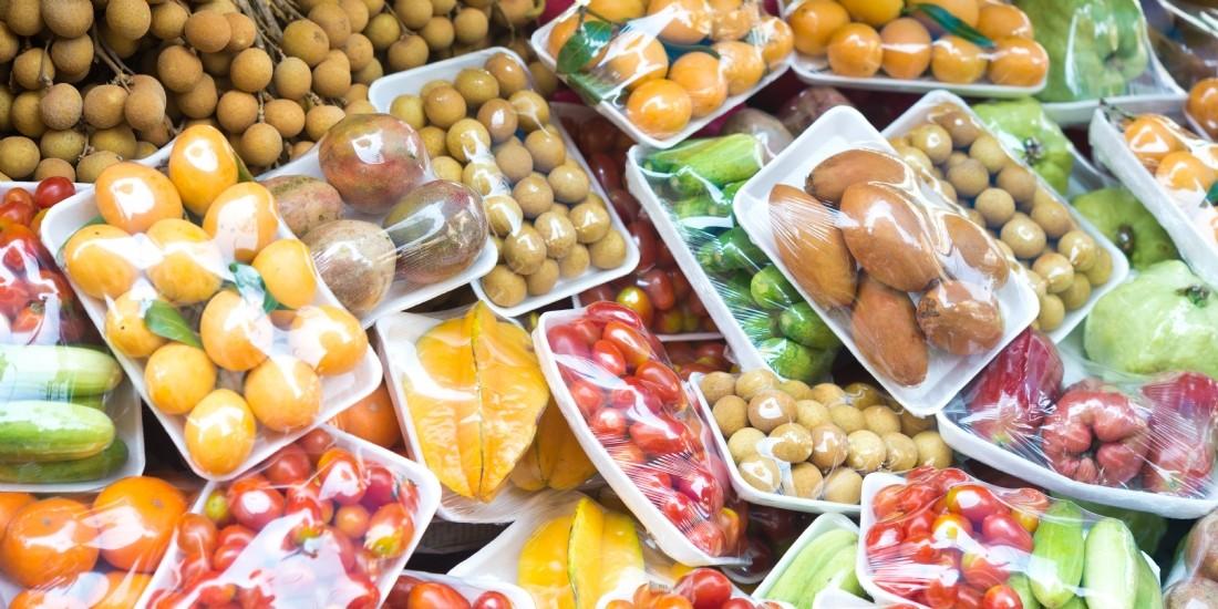 Les emballages plastiques interdits sur une trentaine de fruits et légumes au 1er janvier 2022