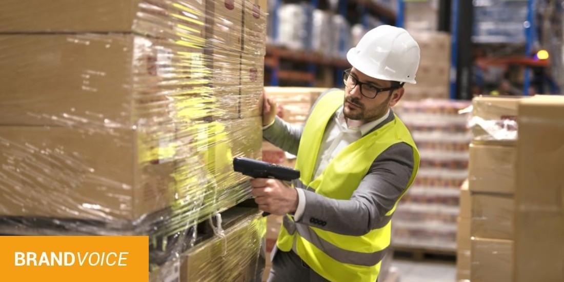 Quels sont les enjeux de la logistique en entrepôt au sein de la chaîne de distribution ?