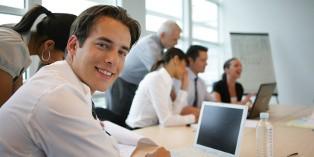 Le contrat de professionnalisation est dédié aux jeunes de moins de 25 ans et aux demandeurs d'emploi.