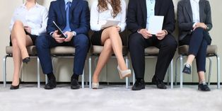 Prendre le temps de bien étudier le CV et la lettre de motivation d'un candidat permet d'en relever tous les éléments importants.
